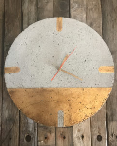 Zegar-betonowy-zloty
